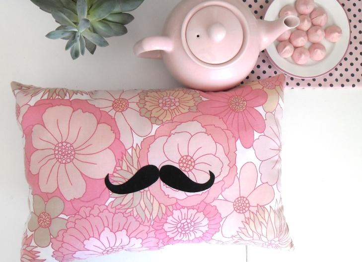 coussin moustache2
