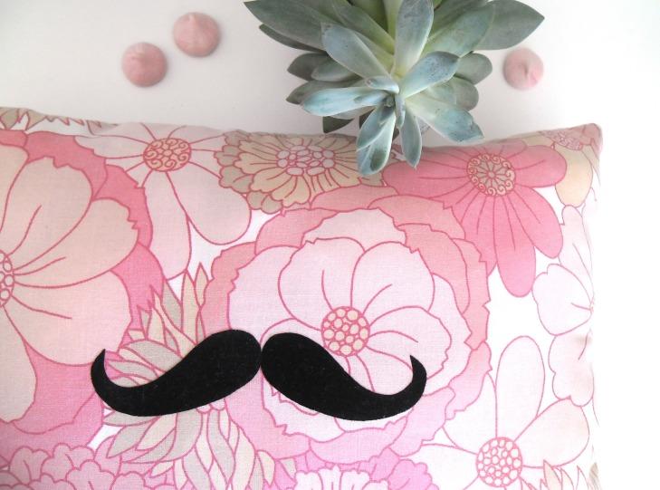 coussin moustache4