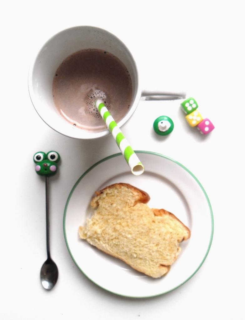 frog brioche & hot chocolate 001