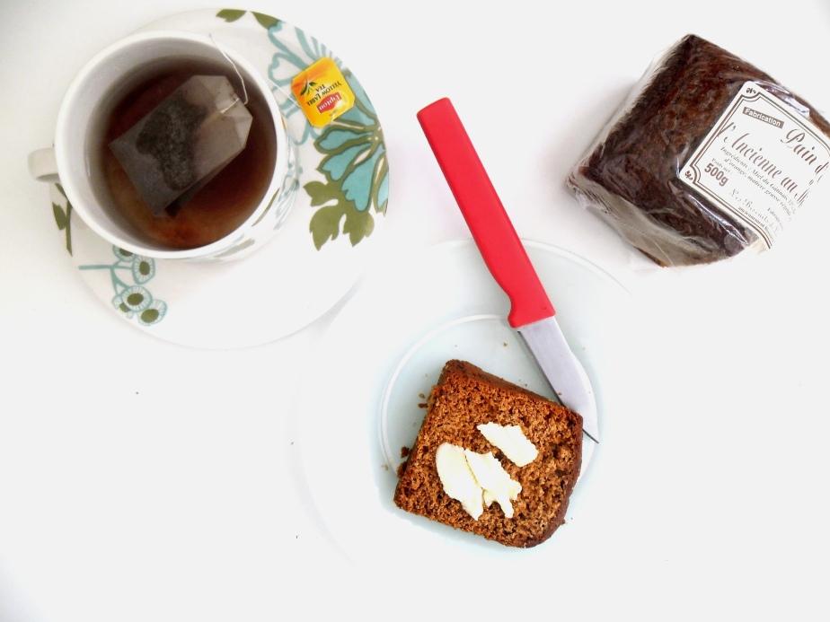 thé chaud pain épices