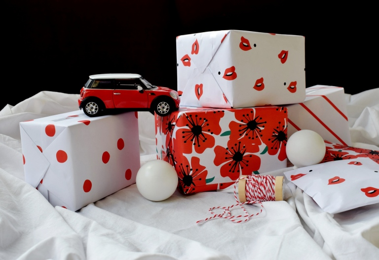 XMASWRAPPING-RED2